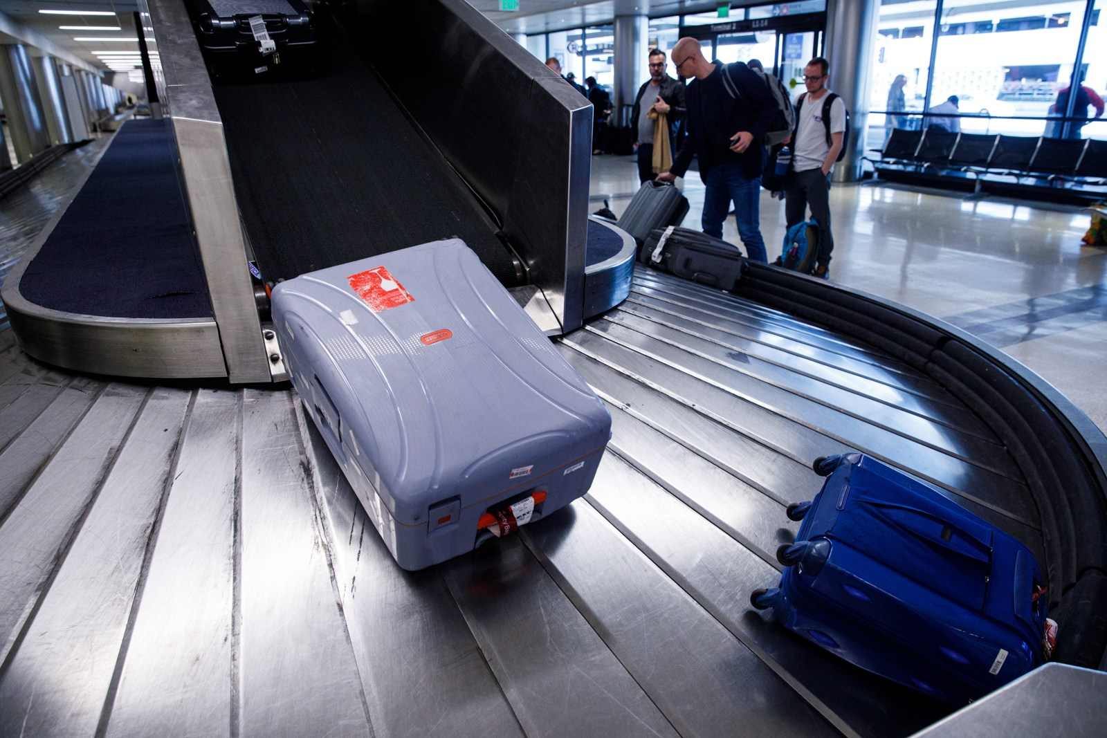 Baggage arrives from Delta Air Lines Inc. flights at Los Angeles International Airport (LAX) on Friday, March 29, 2019 in Los Angeles, Calif. © 2019 Patrick T. Fallon for The Points Guy
